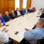 INTENDENTE ARRAU SE REUNE CON ALCALDES DE ÑUBLE PARA SOCIALIBILIZAR LA AGENDA SOCIAL