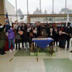 """17 ALUMNOS DE LA COMUNA DE EL CARMEN RECIBIERON EL LIBRO """"SOMOS DE NINGÚN LUGAR"""" EN MARCO DEL PROGRAMA """"DIÁLOGOS EN MOVIMIENTO 2021"""" DEL PLAN NACIONAL DE LA LECTURA Y EL LIBRO."""
